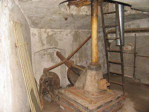 Bagsværdfortet, Vægtstang til observationstårn Beslag til rekylgevær i saillantkaponieren