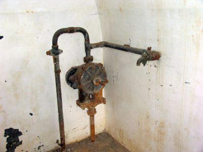Vandpumpe i kasernens køkken