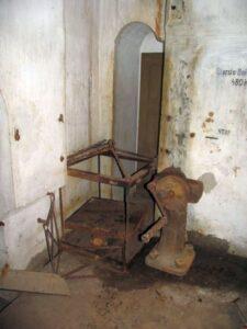 Ammunitionselevator i batteri på Vestvolden