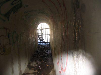 Lyngby fort, poterne til graven